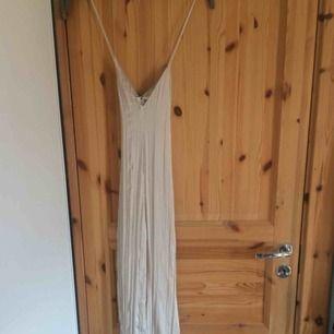 Helt ny oanvänd jumpsuit från zara i storlek M.  Säljs pga köpt i fel storlek.