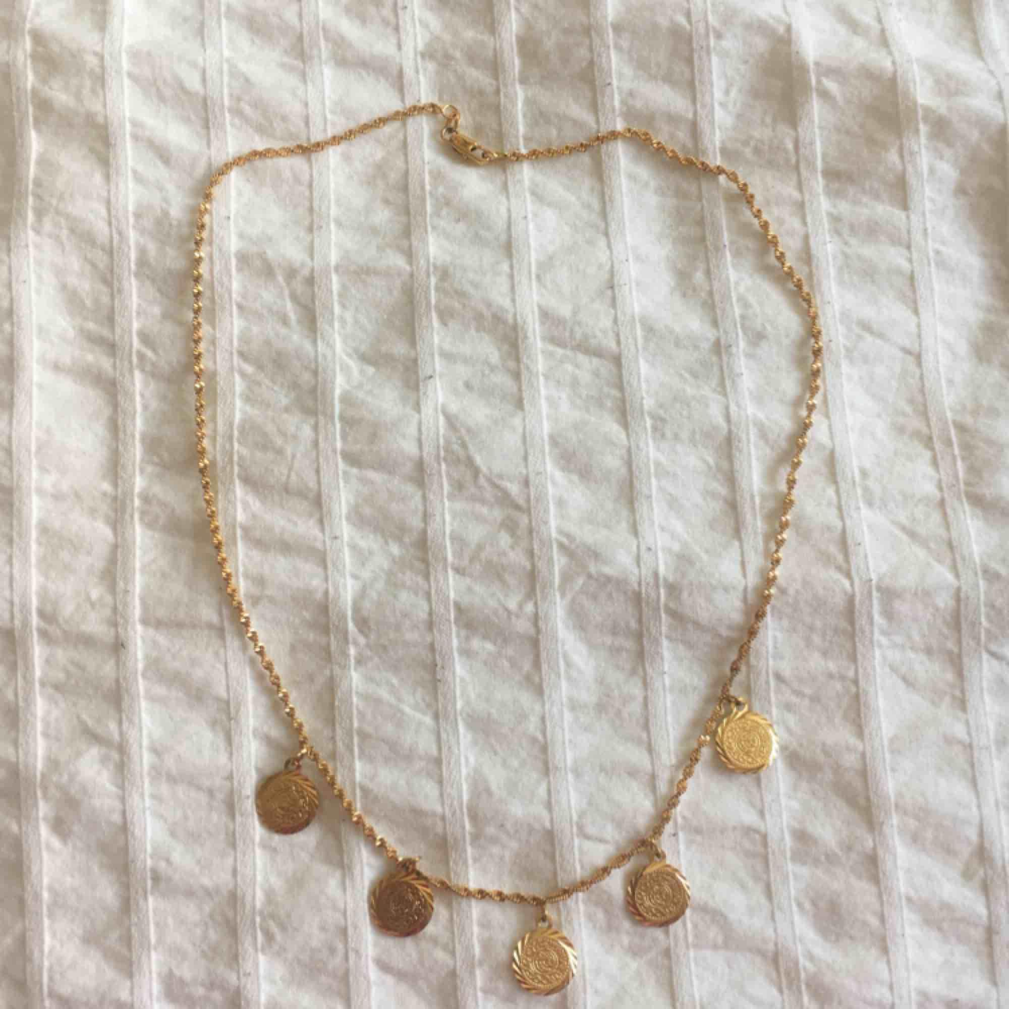 Armband/ anklet (SÅLD), två halsband i unik design! 80/ st🧚🏽♀️  . Accessoarer.