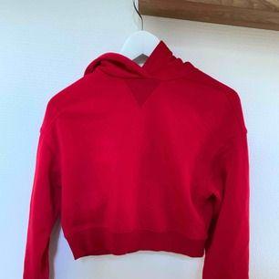 Röd croppad hoodie från hm❤️❣️💋