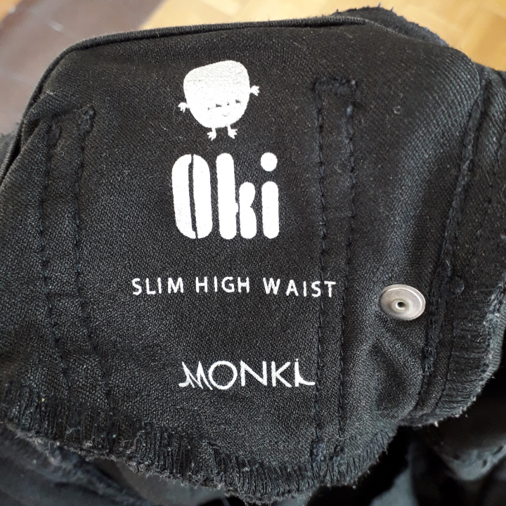 I sell two pairs of Oki jeans from Monki in black. I have size 27 and size 32. Both are sold only because of the wrong size and I have bought a third pair of the right size just because these jeans are perfectly perfect. They are sold at Monki for 400 SEK. Size 32 has not been used so much due to weight changes while size 27 is well used and therefore cheaper. The first picture is on size 32 because the others are too small. It's just to hear from you if you have any questions or want more pictures :). Jeans & Byxor.