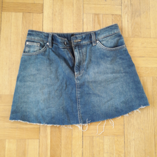 Nice mini skirt in jeans from HM. Sells due to the wrong size and it is never used.