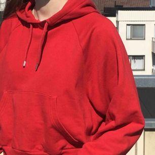 Fin hoodie från Monki. Använd ett fåtal gånger, kan frakta (köparen står för frakten) eller mötas upp i Sthlm
