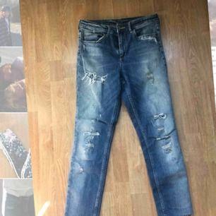 Jeans med flera slitningar från HM!🔥🔥🔥