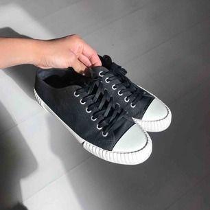 Knappt använda sneakers från vagabond. Säljer pga de passar inte min fot!   Kan skickas 👍🏽