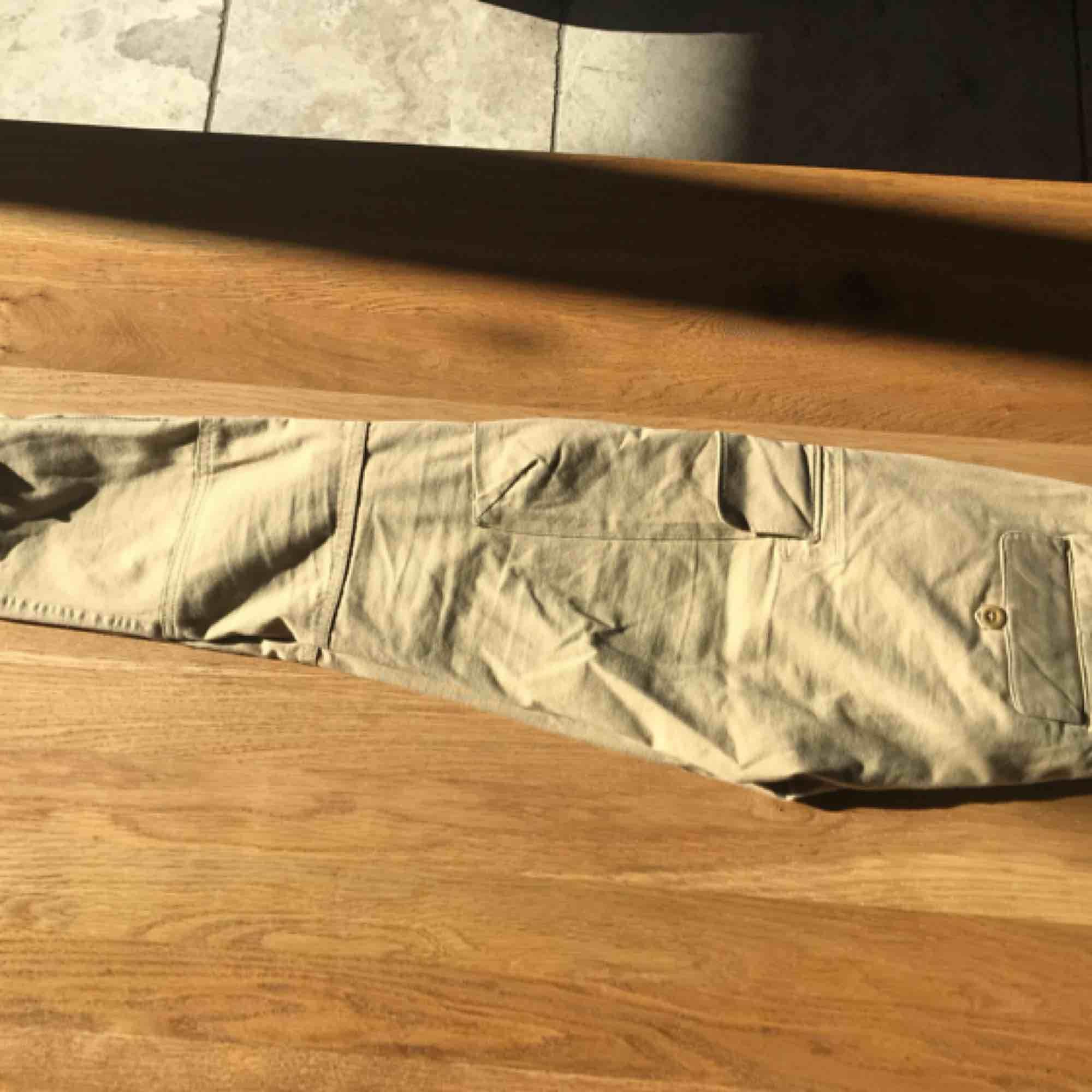 Snygga och stretchiga Ralph Lauren cargobyxor! Köpare står för frakt. Kan mötas upp i malmö/lund/hörby!❤️. Jeans & Byxor.