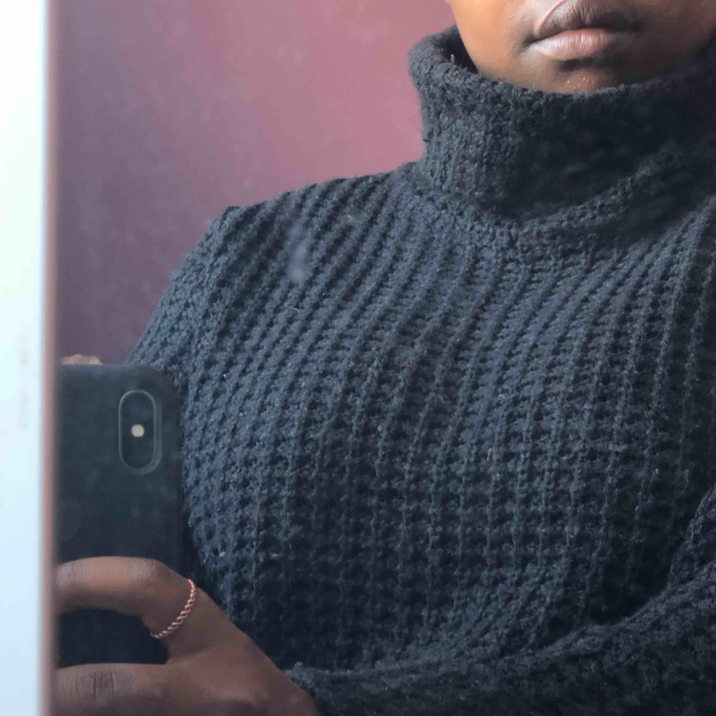 Stickad tröja från NA-KD, storlek xs men lite mer åt S hållet! . Tröjor & Koftor.