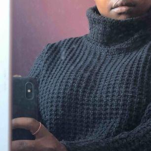 Stickad tröja från NA-KD, storlek xs men lite mer åt S hållet!