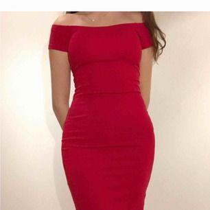 Jätte fin bodycon klänning från bikbok. Tjockt och fint material, bra kvalité. Nypris 300 kr, dock finns inte kvar i butik. 😊💖