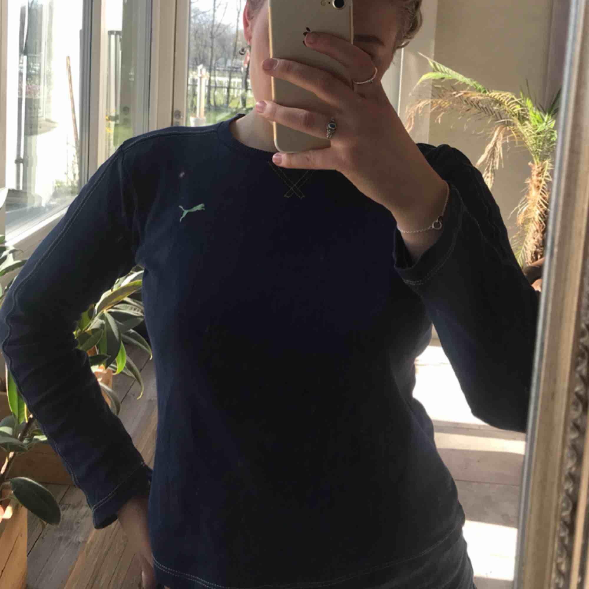 Nice tröja från puma! Köpare står för frakt. Kan mötas upp i malmö/lund/hörby!❤️. Tröjor & Koftor.