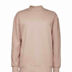 sweater från tiger of sweden i womens xs, passar mig som bär strl xs - s likadant som i andra bilden och den är använd 2 - 3 gånger så den är som ny <3 färgen är som första bilden  / nypris 1199 kr 👼🏼