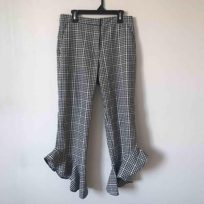 Helt oanvända gingham byxor som tyvärr är för små för mig. Har fickor i fram🍒 Möts upp i Gävle eller fraktar för 54kr. Jeans & Byxor.