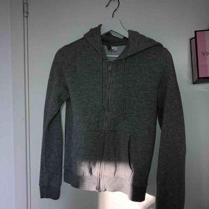 Säljer nu denhär ssååå sköna zip hoodien, pris går alltid att diskutera 🥰🥰🥰