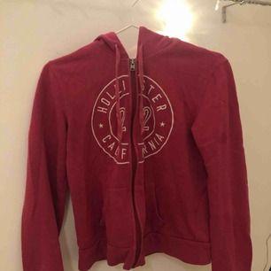 hoodie från hollister med dragkedja. köpare står för frakt!