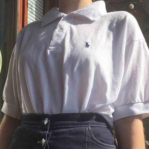 Piké från Ralph Lauren, 100% cotton. Är XL men passar bra oversized (jag är XS för referens).