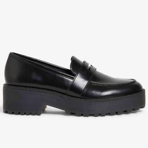 Fint skick, knappt använda skor från Monki. Storlek: 39.  Finns i Sthlm, kan skickas om köparen står för frakten. Se gärna mina andra annonser!