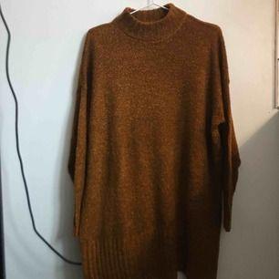 Orange/brun stickad tröja, Monki, stl S, 80kr.