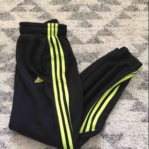 Adidas byxor storlek 158 passar storlek xs