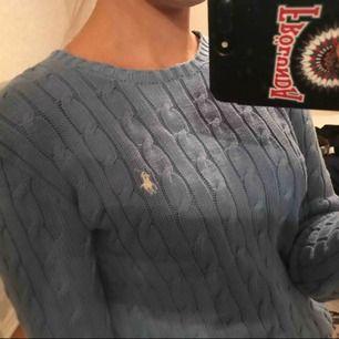 Säljer tre stycken kabel stickade tröjor från Ralph Lauren, var och en för 250kr/st och alla för 600kr