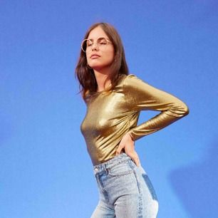 Metallic gold-tröja från Monki i stl M. Fint skick!