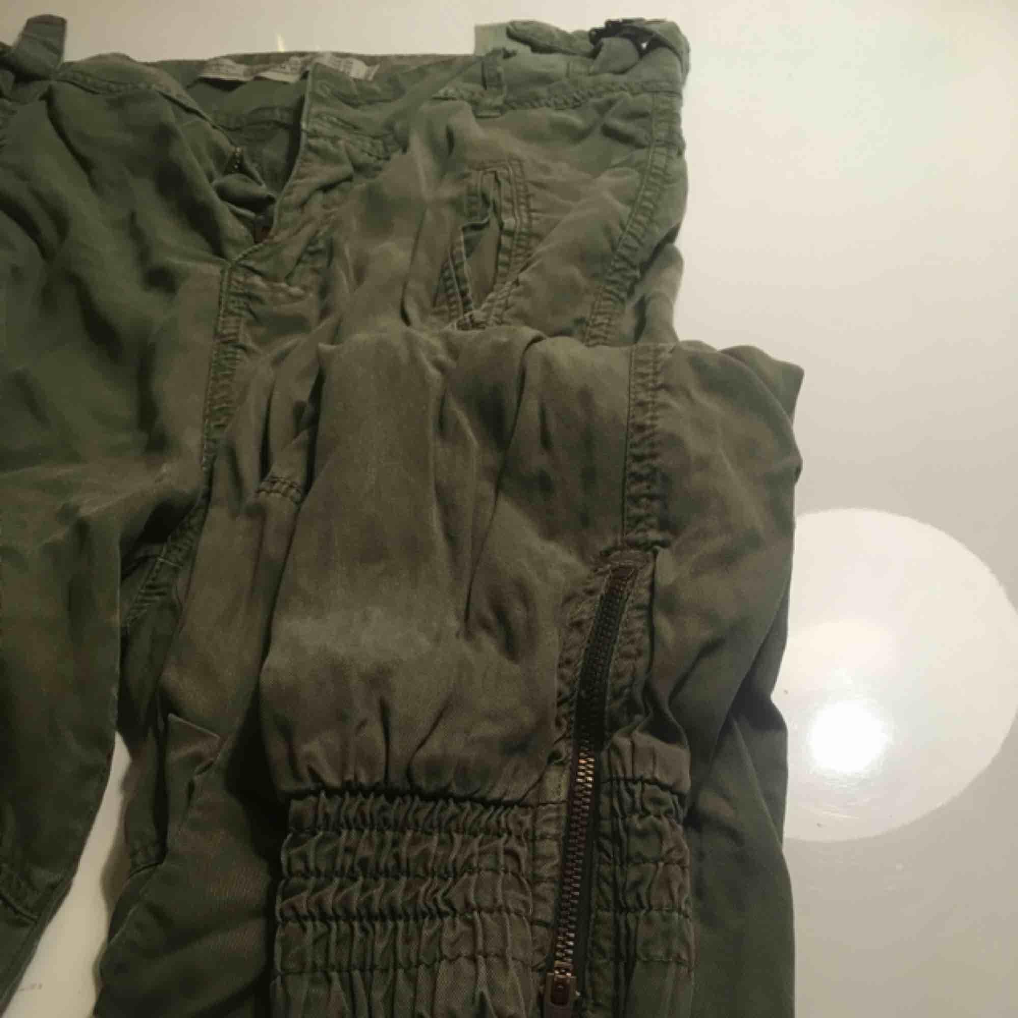 cargo pants från zara !. Jeans & Byxor.