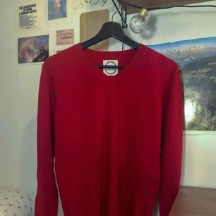 Jättemjuk stickad tröja från J.Lindeberg   100% KASHMIR och fint skick