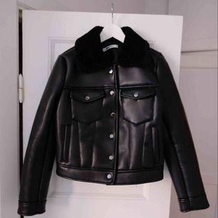 Jacka från Gina tricot. Vegan leather. Nyskick