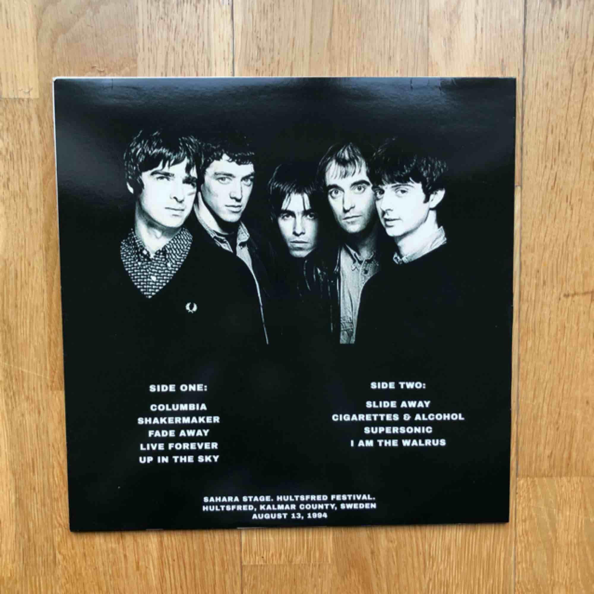 Oasis vinyl från när de spelade på hultsfreds festivalen, endast spelad fåtal gånger så är i jättefint skick!. Övrigt.