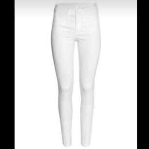 Vita skinny jeans från H&M i storlek 26. Passar XS-S! ✨