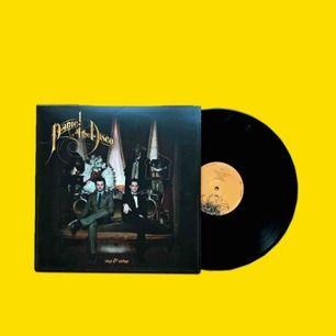 Panic! At The Disco Vices & Virtues vinyl Aldrig spelad, sleeven är lite böjd dock från att ha stått på en hylla