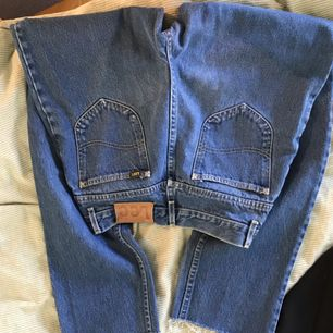 So schöne Jeans von Lee. Vintage sieht aber ungenutzt aus. Schneiden Sie ab, so dass sie zum Knöchel von mir gehen, nämlich 1,72. Der Käufer steht für den Versand