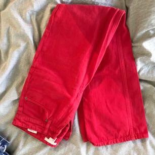 Röda flared jeans från hm. I gott skick!  Köparen står för frakt