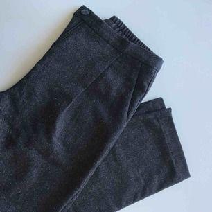 Kostymbyxor från monki, frakt ingår i priset!