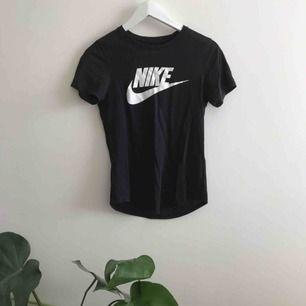Svinsnygg T-shirt från Nike!! Storlek XS men passar även S!❤️ köparen står för frakt🥰