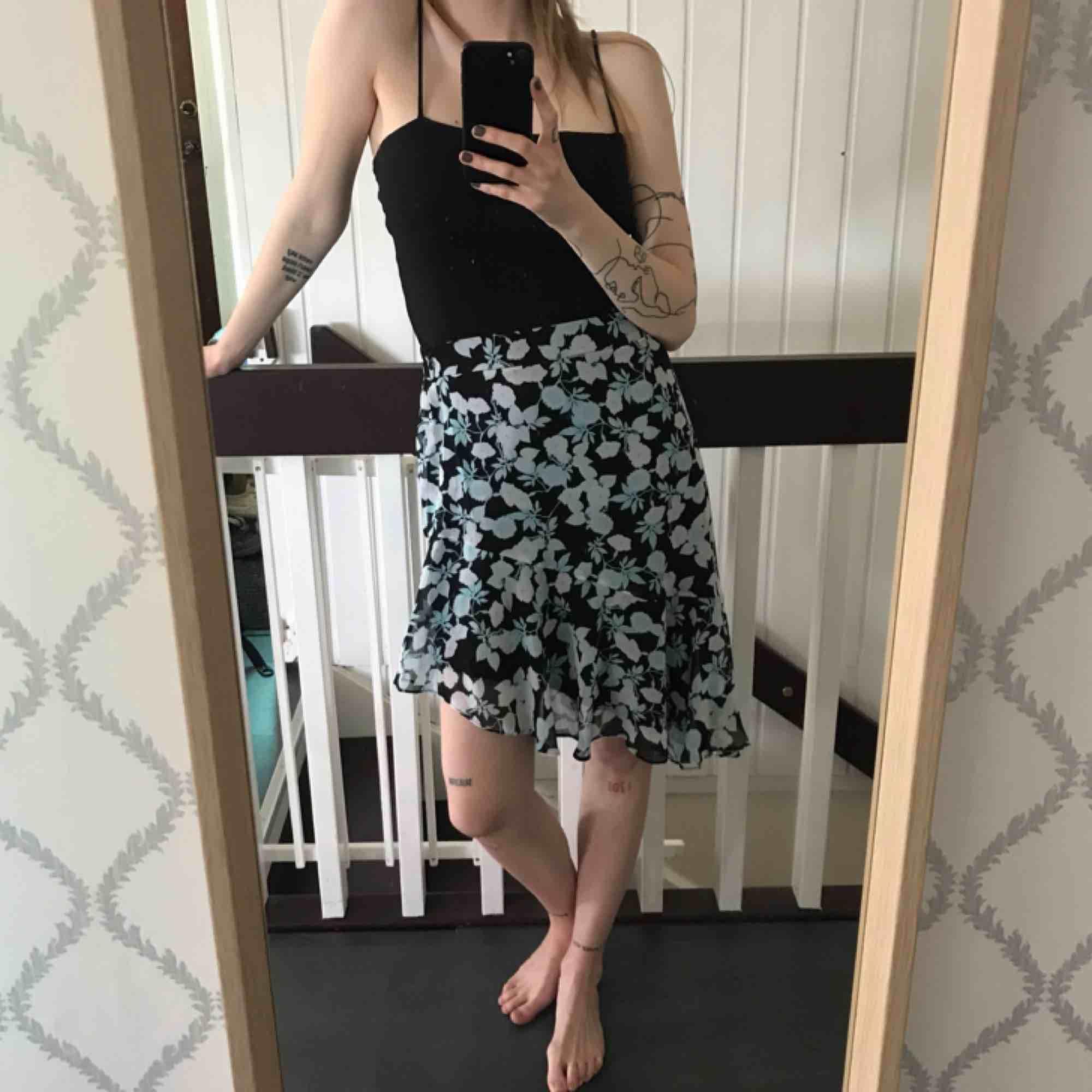 Skitsnygg kjol från bikbok, endast använd ca två gånger. Frakt ingår i priset!. Kjolar.