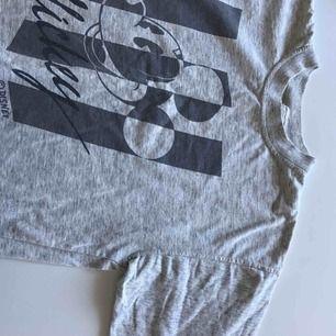 Skitsnygg vintage tröja med musse pigg, frakt ingår i priset!