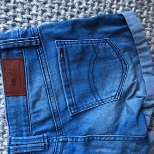 Jättesnygga Tommy Hilfiger jeansshorts. Orginalpris 1000kr