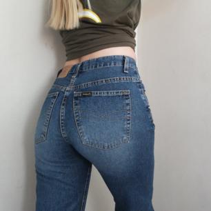 Supersnygga jeans från Crocker, passar xS - liten S. Vida nedtill 🌸