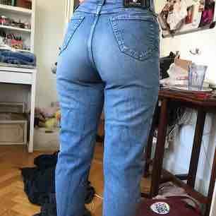 Ljus blåa jeans. Om du säker mått är det bara att kontakta!. Jeans & Byxor.