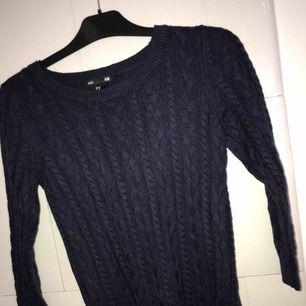 Köpt på Cubus, stickad snygg blå tröja!