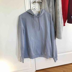 Ljusblå hoodie i fint skick! 💓