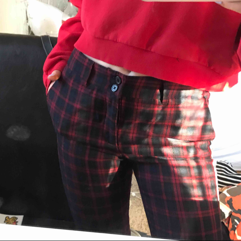 Mjuka kostymbyxor från hm! Raka i modellen🥰. Jeans & Byxor.