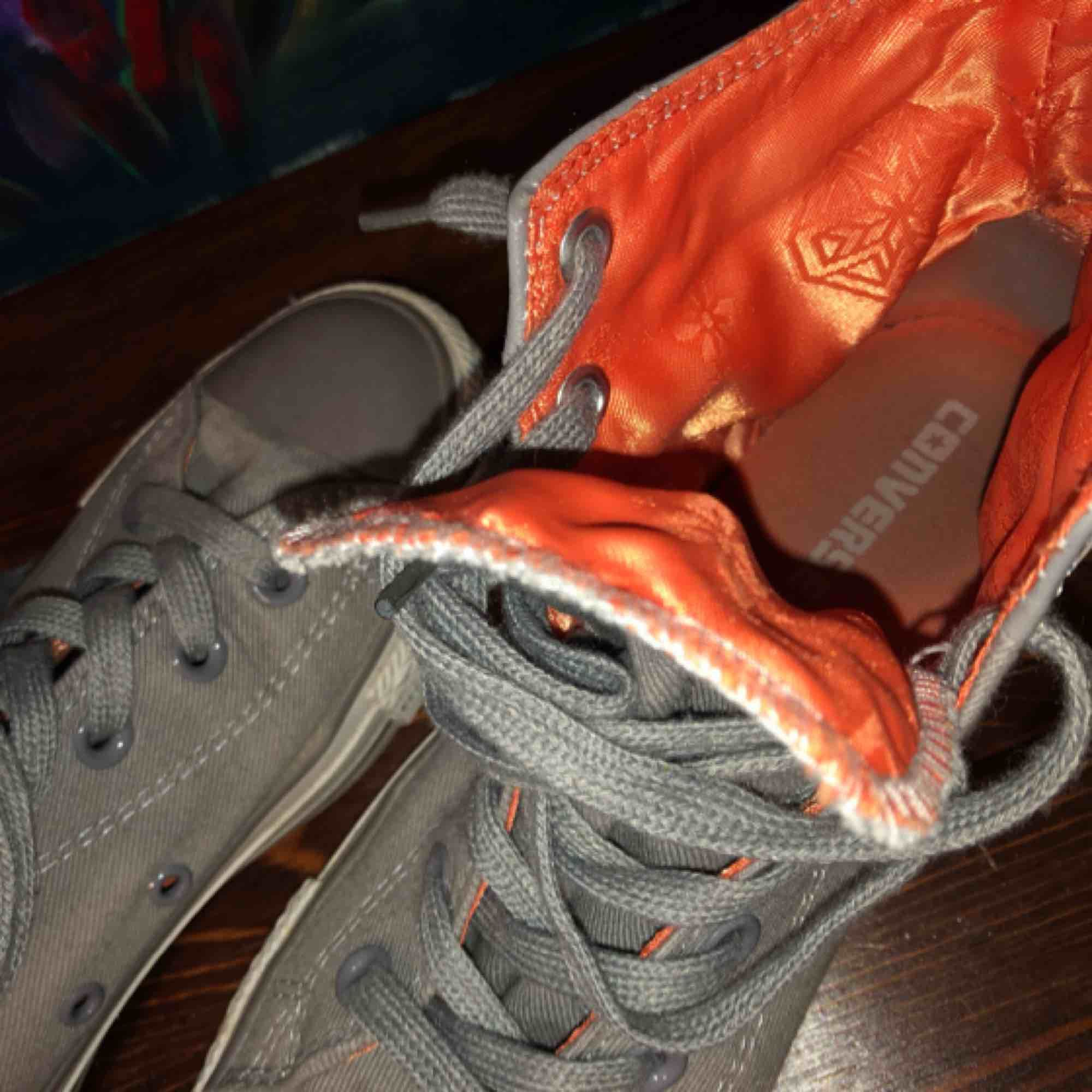 Snygga Chuck Tyler Converse helt nya! Använda Max 3 gånger! Behövs bara städa lite! Frakt ej inkluderat! . Skor.