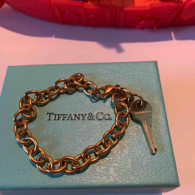 Tiffany armband i guld färg rostfritt stål . Accessoarer.