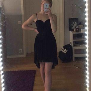 Super fin svart klänning i strl S.