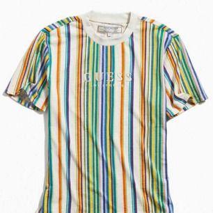 GUESS tröja i storlek S (man). Inköpt i USA. Aldrig använd. Reducerat pris vid köp av något annat på min sida. Skriv vid intresse och ge prisförslag!