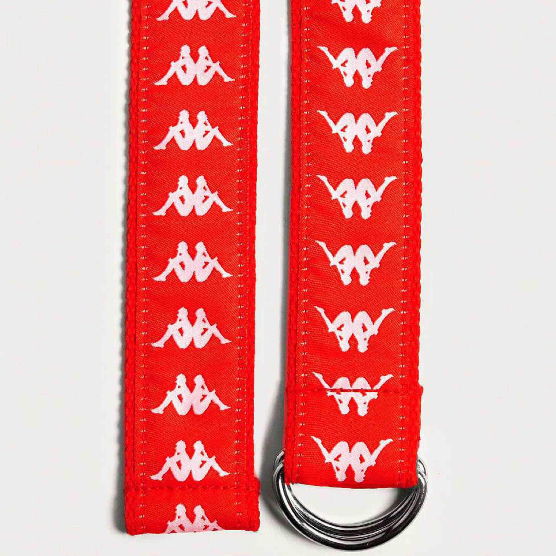 KAPPA-skärp. As ballt, rött skärp med kappa-loggan i vitt över hela ena sidan. Andra sidan är helrött. I princip helt nytt. . Accessoarer.