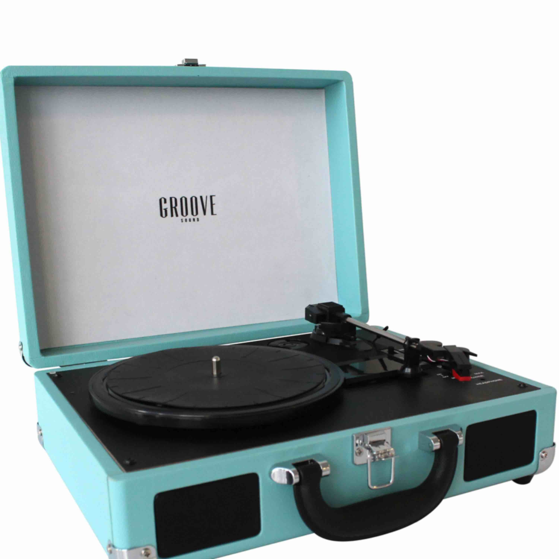 Bärbar vinylspelare i turkos från Groove Sound! Slutsåld överallt!! Nypris, ca 1200kr. Fler bilder kan skickas vid intresse. (Möts helst upp då den kan gå sönder om den fraktas) Säljer även olika vinyler/LP skivor . Övrigt.