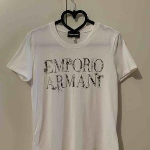 T-shirts från Emporio Armani, 100% äkta, storlek s, fin skick, ingen fläcka. Finns i Odenplan Stockholm. Kan skicka som vanlig brev eller post med spårbar