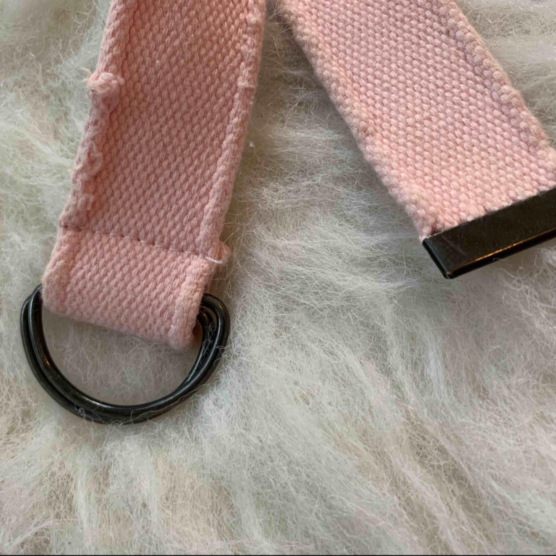 Nya bälte, 100% cotton, 99cm, Finns i Odenplan Stockholm. Kan skicka som vanlig brev,10kr på frakt . Accessoarer.