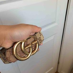 Gucci bälte beige super fin att style sin outfit